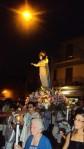 8 la MAdonna portata a spalla dai devoti in abito bianco